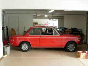 1970 BMW 2002 side