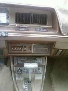 1982 Peugeot 604 TD center console
