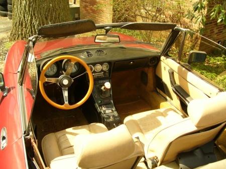 1981 Alfa Romeo Spider Veloce interior