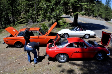 Dinalpin A110, Volvo 142, and Alfa Spider take a break on the Snowball