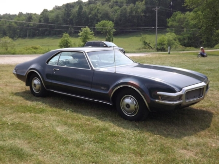1968 Oldsmobile Toronado right front