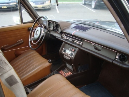 1969 Mercedes 250 interior