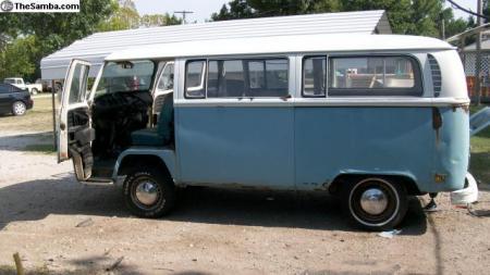 1971 VW Type 2 Bus left