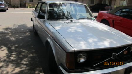 1980 Volvo 242GT right front