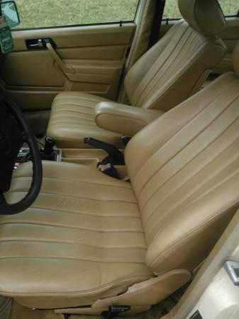 1985 Mercedes 190E 2.3 interior