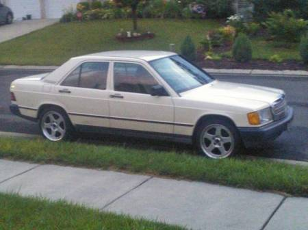 1985 Mercedes 190E 2.3 right front