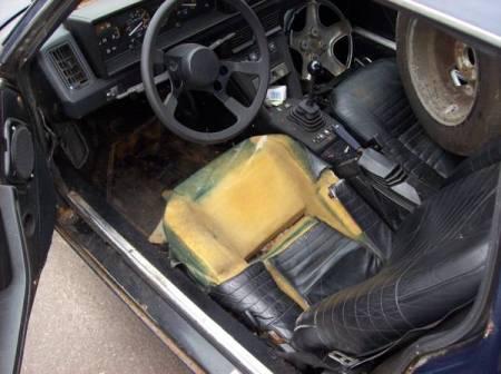 1986 Fiat X19 interior
