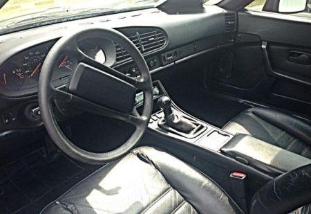 1986 Porsche 944 interior