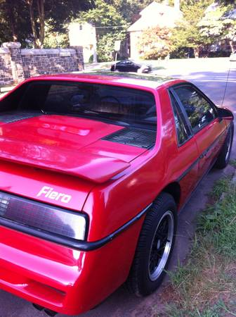 1988 Pontiac Fiero right rear