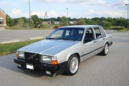 1985 Volvo 740 Turbo left front