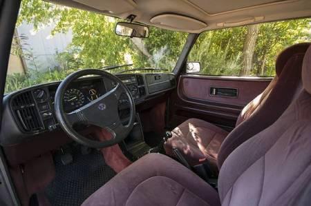 1986 Saab 900 turbo interior front