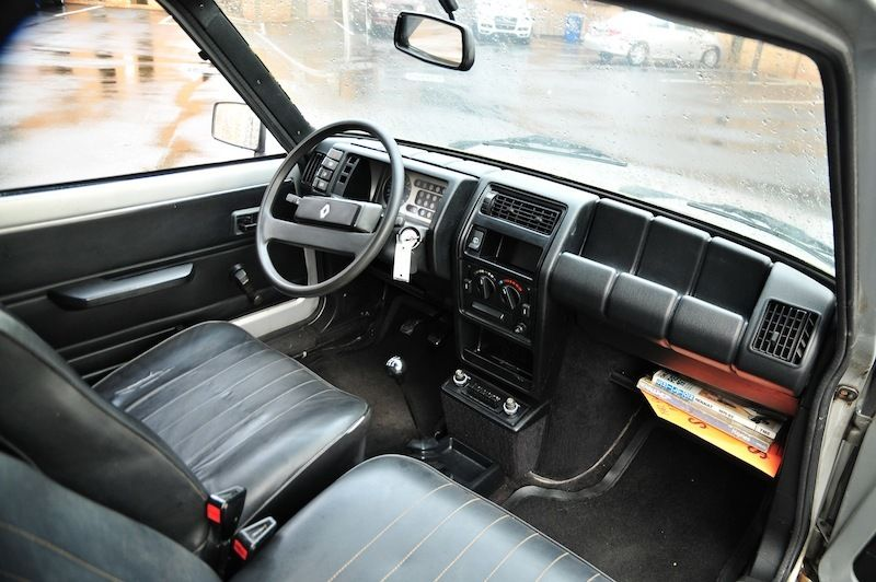 la voiture 1982 renault lecar rusty but trusty