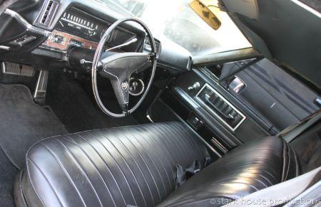 1968 Cadillac Fleetwood 75 interior front