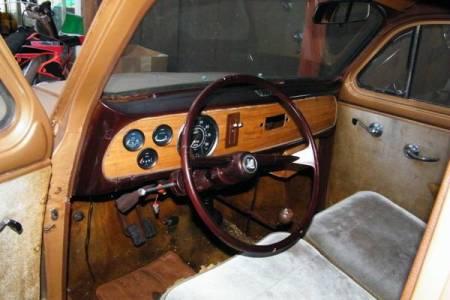 1958 Triumph TR10 interior