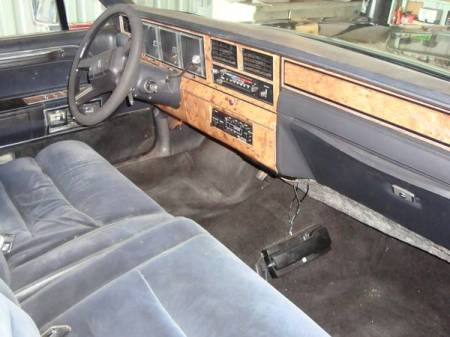 1986 Lincoln Town Car limo interior front