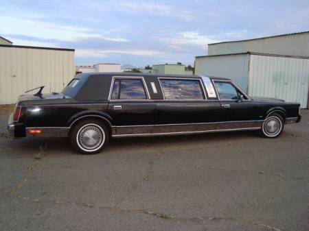 1986 Lincoln Town Car limo right rear