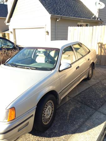 1989 Ford Taurus SHO left front