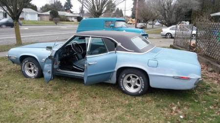 suicide pair two 1968 ford thunderbird sedans rusty. Black Bedroom Furniture Sets. Home Design Ideas