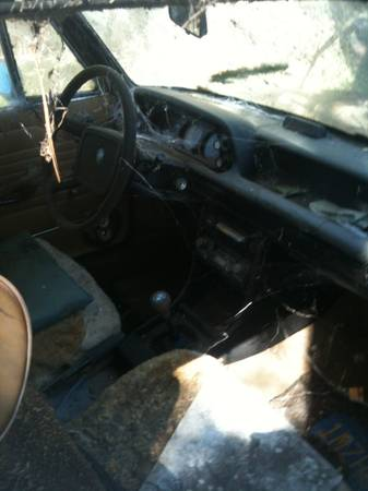 1975 BMW 2002 interior
