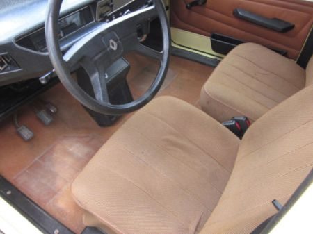 1975 Renault 6 Sinpar AWD interior
