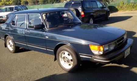 1983 Saab 900 sedan right front