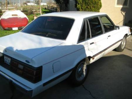 1985 Ford LTD LX right rear