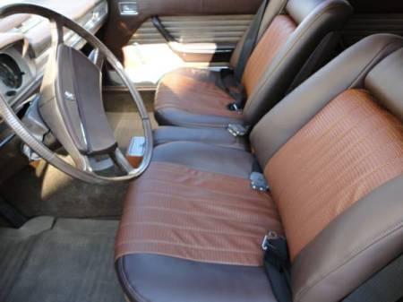 1970 Peugeot 504 interior front