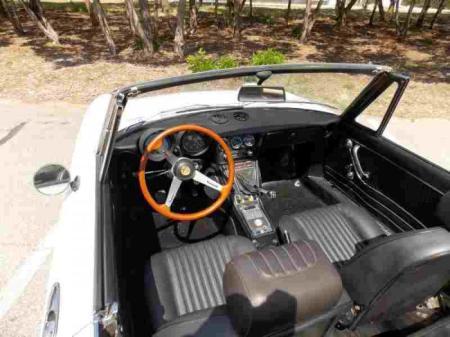 1974 Alfa Romeo Spider Veloce interior
