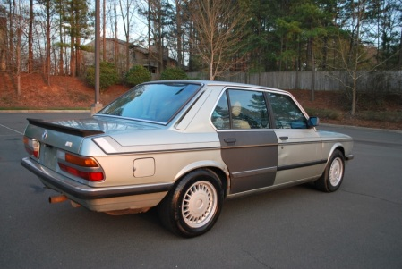 1983 BMW 525e right rear