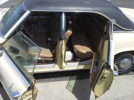 1968 Ford Thunderbird sedan interior