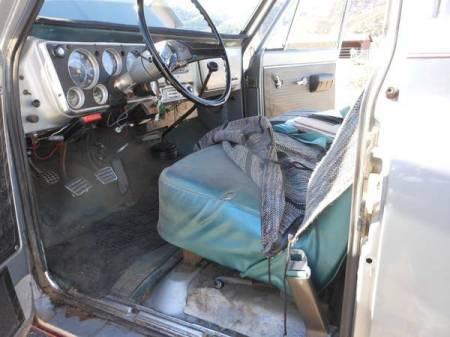 1969 Chevrolet Suburban interior