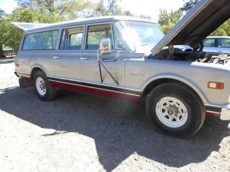 1969 Chevrolet Suburban right front