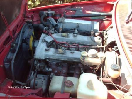 1976 Alfa Romeo Alfetta GT red engine