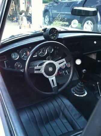 1974 MGB GT interior