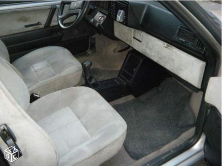 1992 Lancia Y10 GT interior