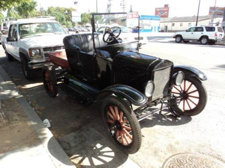 1922 Ford Model T right front