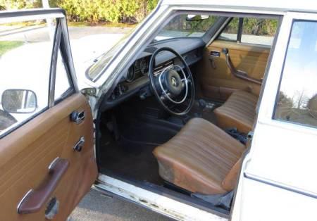 1969 Mercedes 230 interior