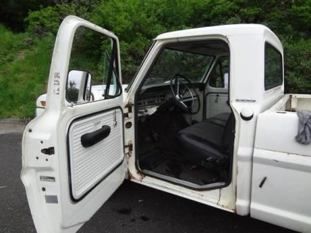 1969 Ford F250 interior