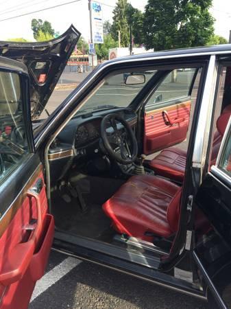 1977 BMW 530i interior