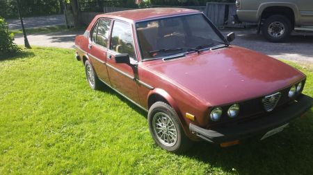 1979 Alfa Romeo Alfetta Sedan maroon right front