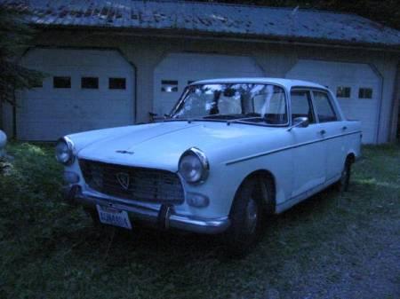 1969 Peugeot 404 left front