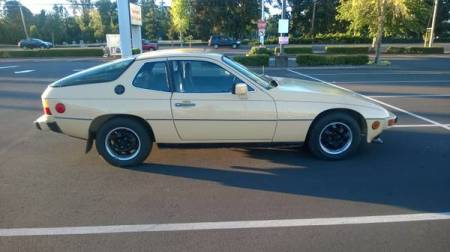 1979 Porsche 924 right side