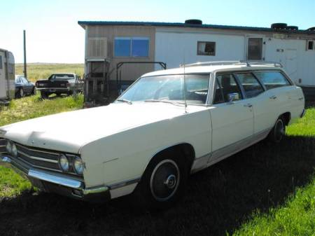 1969 Ford Galaxie 500 Country Sedan left front