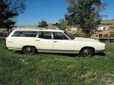 1969 Ford Galaxie 500 Country Sedan right side