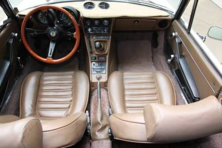1982 Alfa Romeo Spider Veloce interior