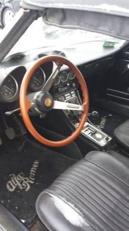 1972 Alfa Romeo Spider Veloce interior