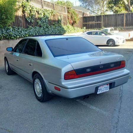 1990 Infiniti Q45 left rear