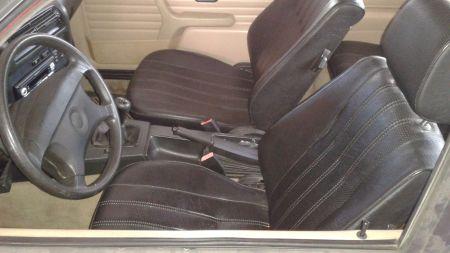 1991 BMW 318iS interior