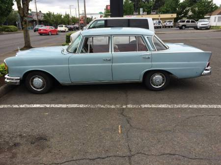 1963 Mercedes 220 left side