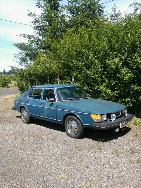 1979 Saab 900 GLE right front